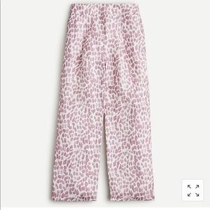 PLEATED LINEN-BLEND PANT IN LILAC GIRAFFE PRINT
